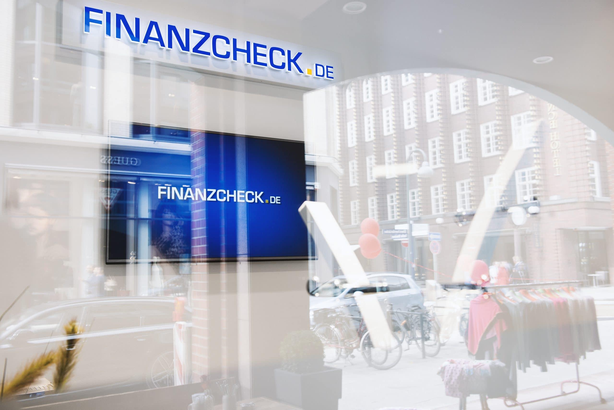 Das Bild zeigt die Außenansicht einer Finanzcheck.de Filiale