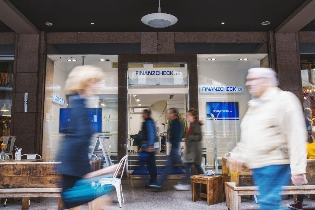 Das Bild zeigt eine Filiale des Unternehmens Finanzcheck.de